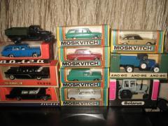 I buy Soviet souvenir cars in 1:43 scale